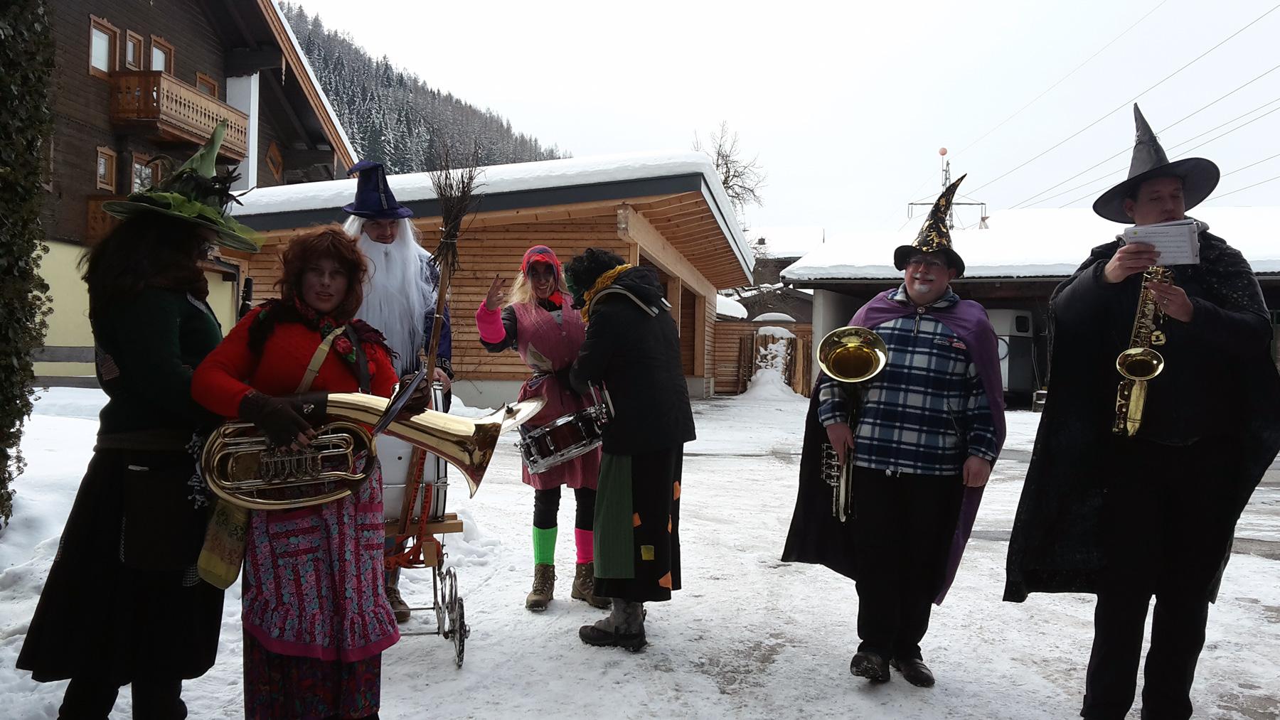 Faschingsgaudi am Ginzhof mit der Musikkappelle Bruck